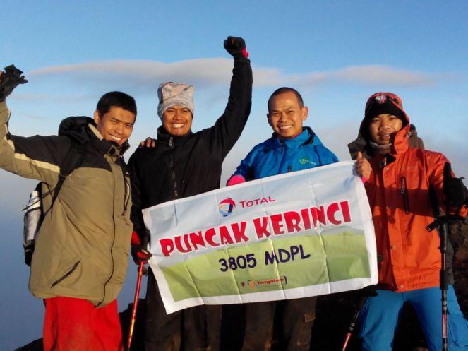 Mas Nunu dkk, di puncak (courtesy of Videl)